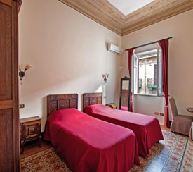 It simulates the stay in a comfortable room of theB&B Novecento