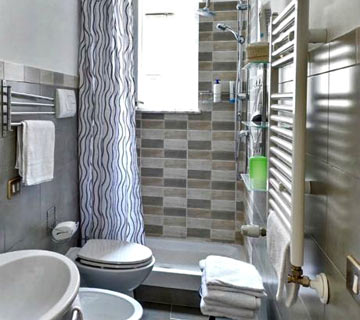 modern bathrooms with shower in Palermo in the city center